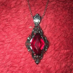 Jewelry - A gothic style garnet pendant necklace